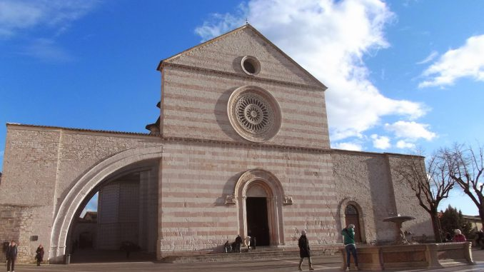 chiesa di santa chiara, slow travel, viaggiare con lentezza, viaggi alternativi, Umbria, Assisi, san francesco, foto