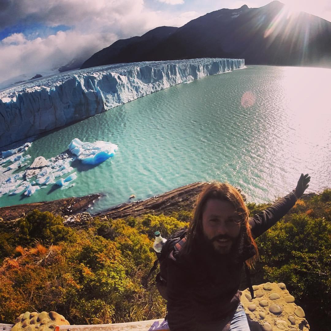 Claudio Pelizzeni in visita al maestoso Perito Moreno – Argentina