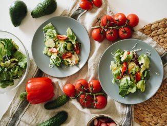 Cibo italiano, insalata, pomodori, slow food, viaggiare con lentezza, diete
