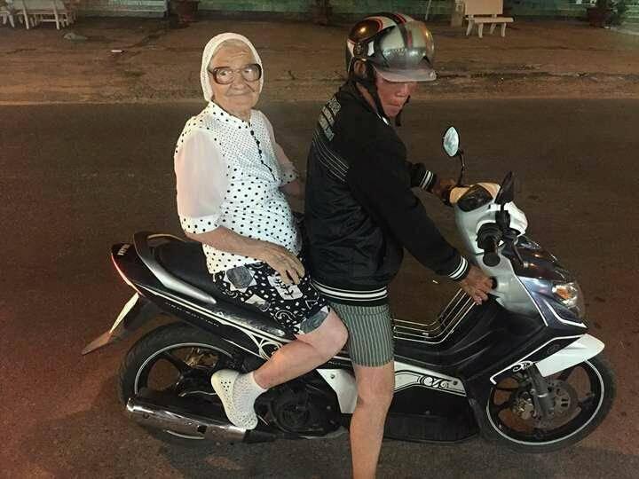 Le foto di Baba Lena, 89 anni, in viaggio per il mondo