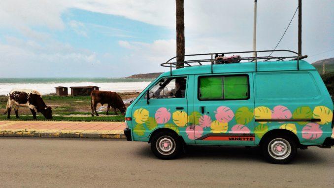 due ragazze e un van, viaggiare in van, van, camper, viaggio in van, viaggio alternativo, viaggio lento, slow travel, ragazze in viaggio, realtà alternative, eco-villaggi, communità intenzionale, viaggi spirituali