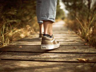 camminare, sentiero, viaggi a piedi, viaggio lento, viaggiare con lentezza, pexels
