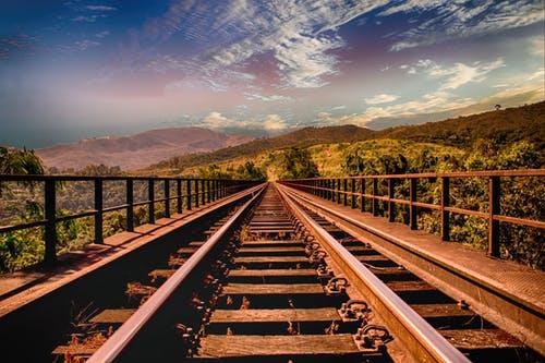 binari, treno, viaggiare, lentezza, slow, treni, pexels