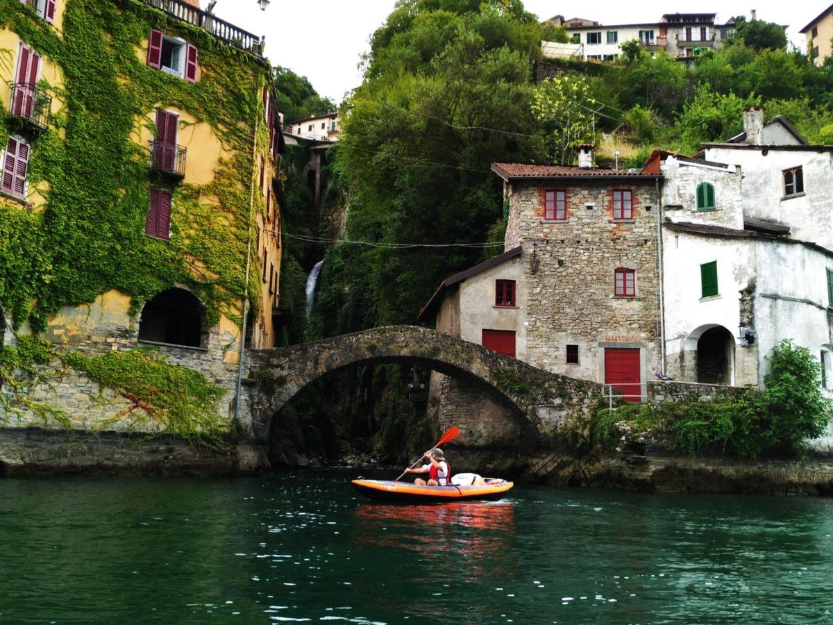 viaggio lento, slow travel, kayak, canoa, simone dabbicco, canoa tre posti, Decathlon, orrido, Nesso, borghi italiani