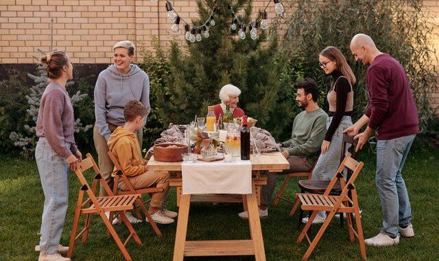 comune, eco-villaggio, comunità, famiglia felice, stili di vita alternativi