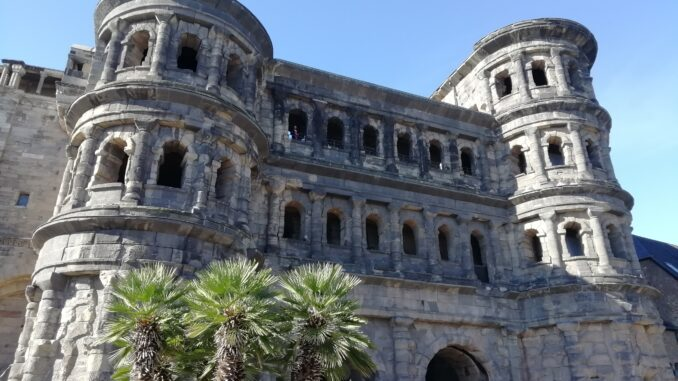 viaggio lento, slow travel, Treviri, Trier, Porta Nigra, resti romani, antichità, archeologia
