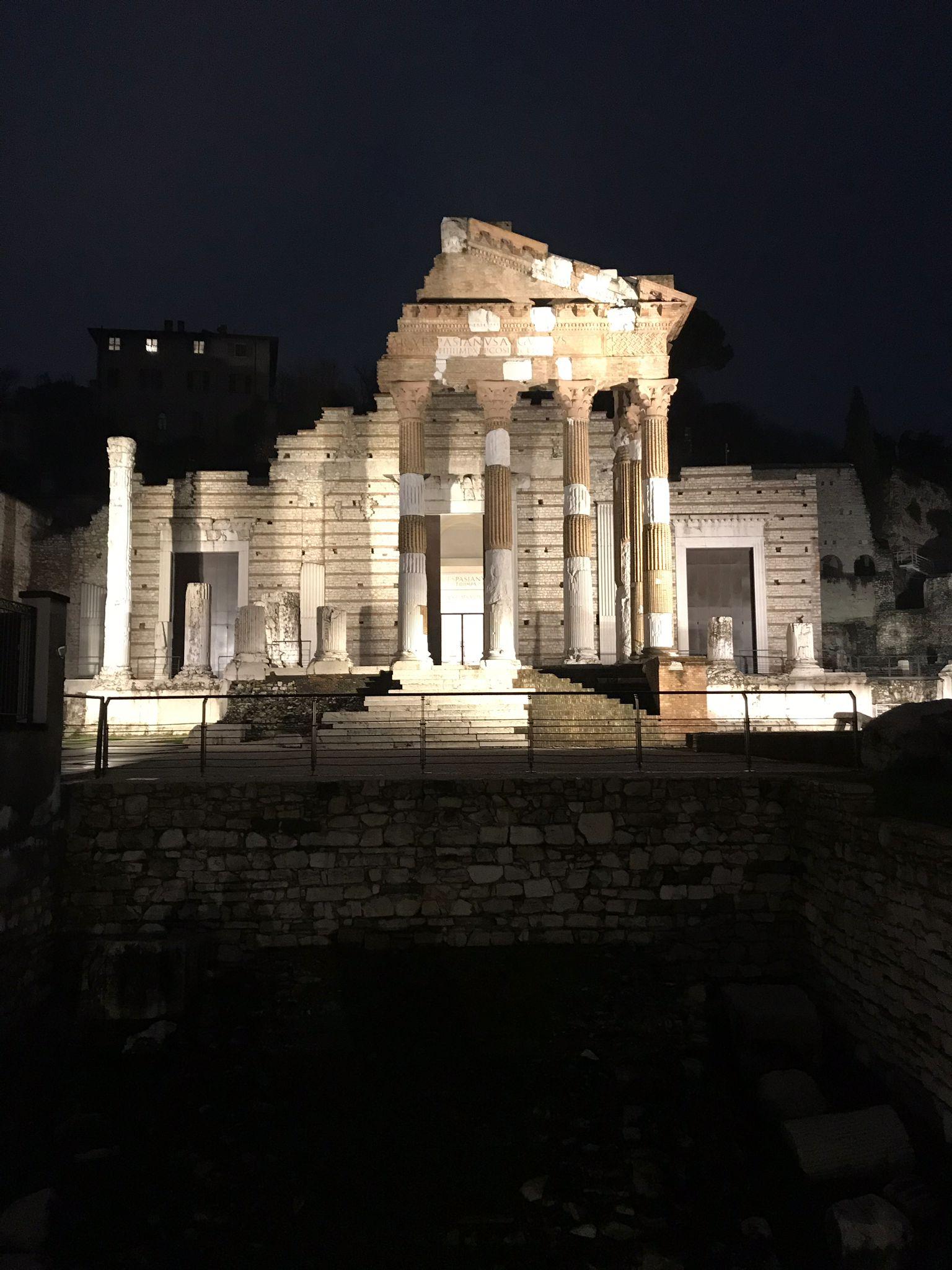 Tempio Capitolino di sera