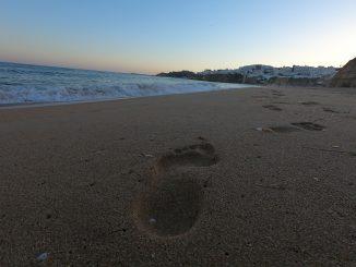 orme, spiaggia, sabbia, Michele Bosio, tramonto, cammino, mollare tutto, viaggiare, slow travel, viaggiare con lentezza