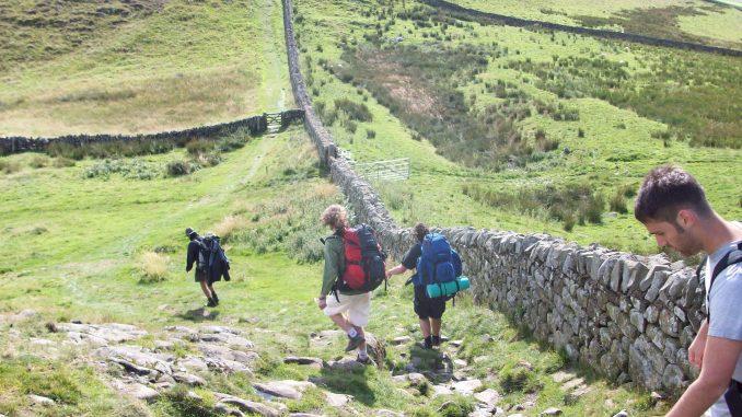 viaggi a piedi, viaggiare con lentezza, slow travel, vallo di adriano, viaggi epici, avventure lente, slow travel