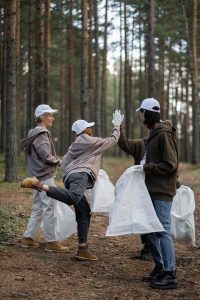 plogging, sport, pulire il bosco, volontari, volontariato, cleanup, attività all'aperto, spirito civico