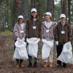 cos'è il plogging, plogger, jogging, raccolta rifiuti, volontari
